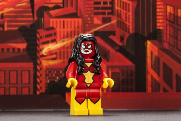 sdcc-2013-spiderwoman-exclusive-minifig-600x400