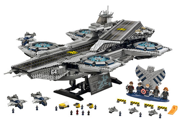 lego-helicarrier1